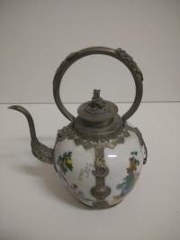 Декоративный чайник с рисунками в китайском стиле