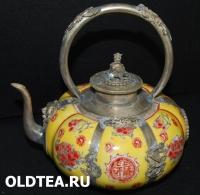 Фарфоровый китайский чайник с фигурами животных