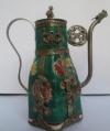 Керамичсекий чайник в китайских традициях с фигурками животных
